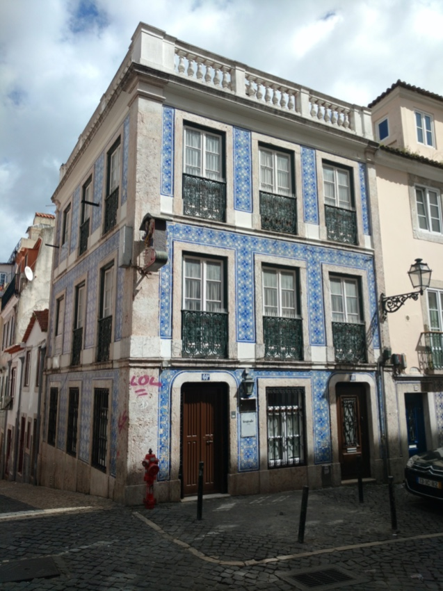 Edifício de Habitação e Comércio - Rua da Barroca, Lisboa