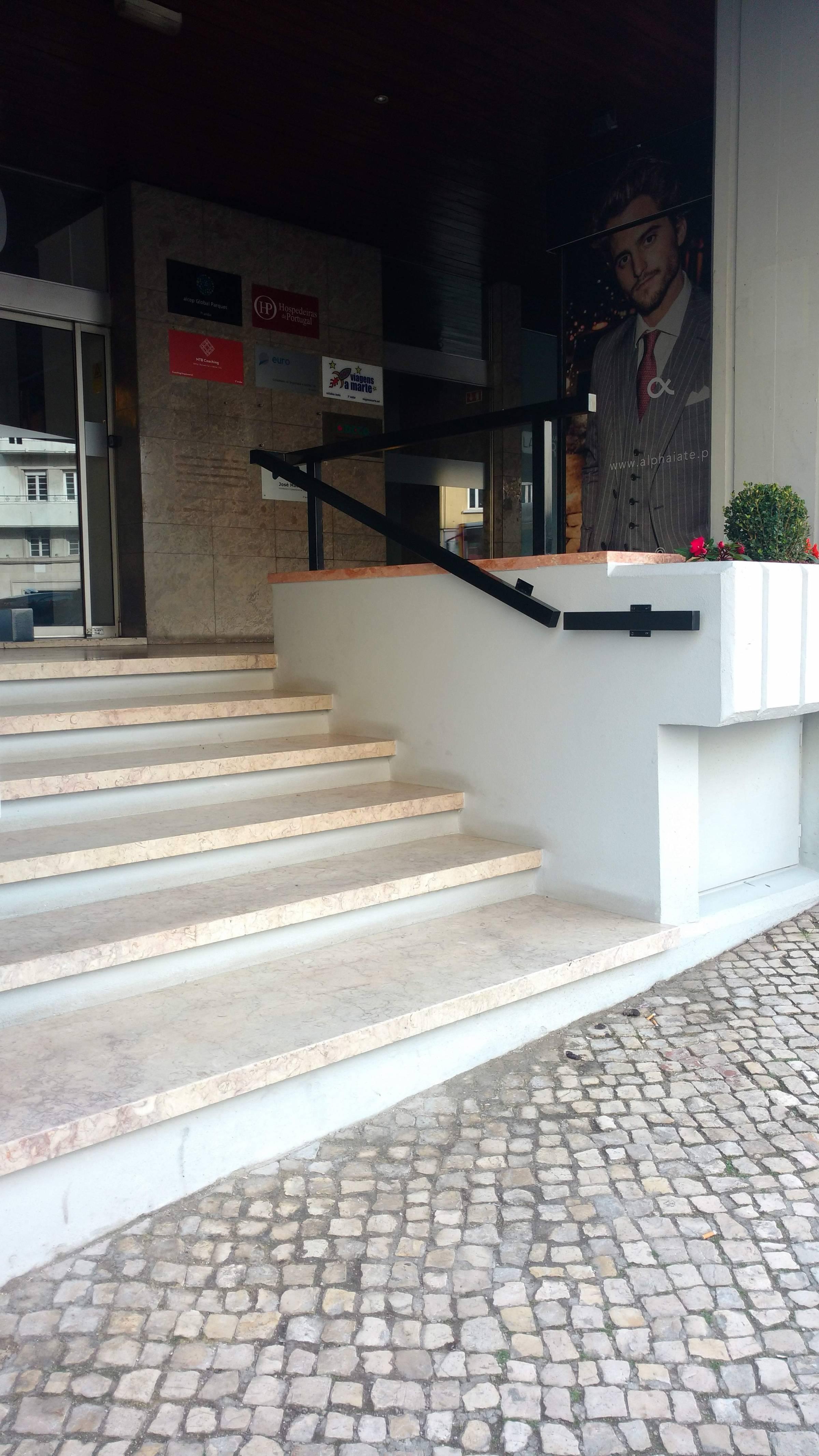 Acesso ao Restaurante La Trattoria - Lisboa